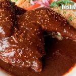 Especialmente mole, acompañado de tortillas, arroz, fideo y pollo: festival del mole