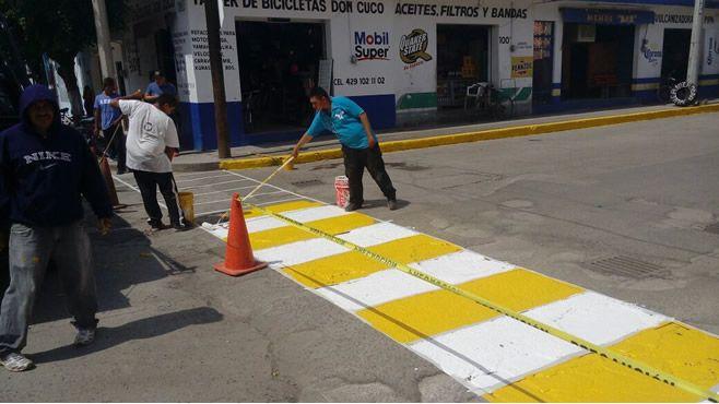 Photo of Continúan trabajos de mantenimiento de señalamientos peatonales