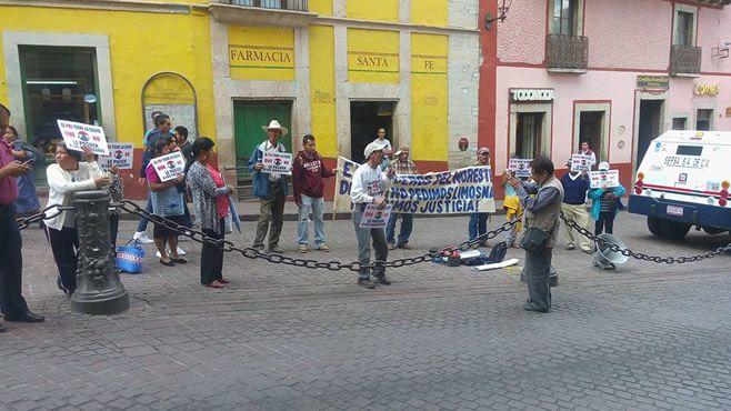 Photo of Se manifiestan ex braceros afuera del Congreso del Estado en Guanajuato