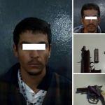 Arrestan a dos por traer armas
