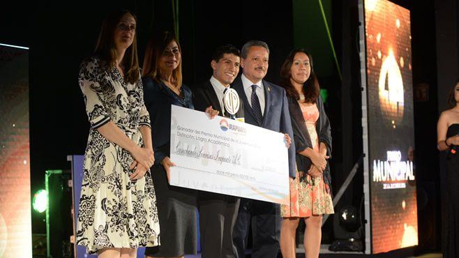 Photo of Entrega alcalde Premio Municipal de la Juventud 2016