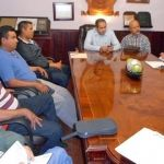 Colonos y comerciantes impiden trabajos en calle Lerdo; alcalde invita a recapacitar