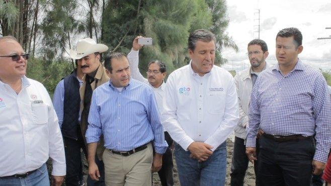 Photo of Alcalde y gobernador recorren zona de emergencia