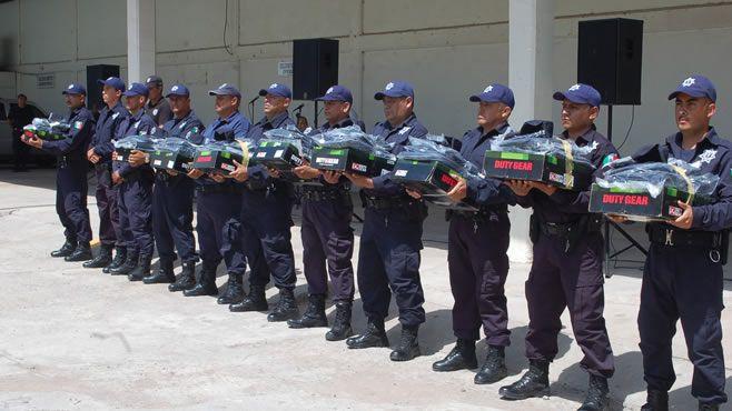 Photo of Entregan equipamiento a elementos