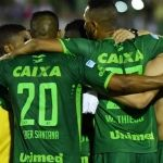 Se estrella avión que transportaba al equipo de futbol Chapecoense: 6 sobrevivientes