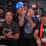 """Integrantes de Metallica se ponen tiernos tocando """"Enter sandman"""" con juguetes"""