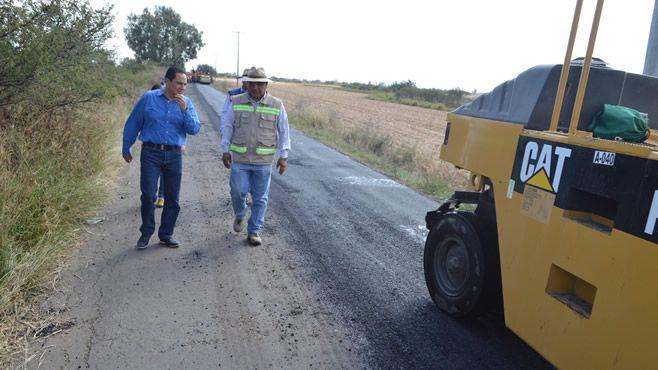 """Photo of Inician trabajos de revestimiento en el camino de la comunidad de """"Cerrito de Agua Caliente"""""""