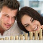 ¿Tener pareja te da más felicidad que tener dinero?