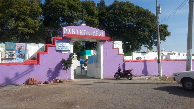 """Photo of Roban """"Placas"""" en Panteón municipal de Abasolo"""