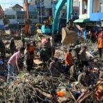 Sismo en Indonesia deja un saldo de al menos 100 personas muertas