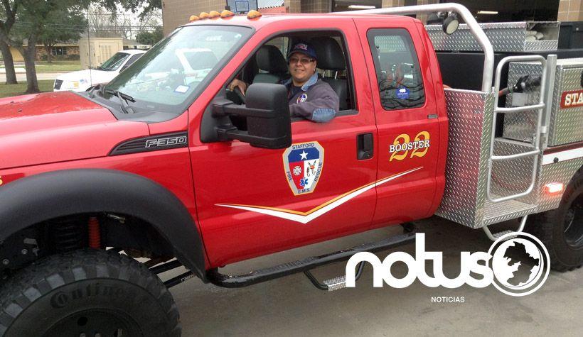 Photo of Un bombero mexicano en los suburbios estadounidenses