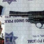 Aseguran en Cuerámaro a persona armada, que presuntamente agredió a otra en la vía pública