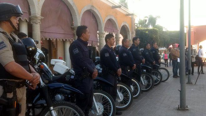 Photo of Les bajan el sueldo a policías de Abasolo; renuncian 15