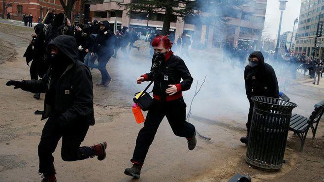Photo of Mandato de Trump inicia con protestas y violencia