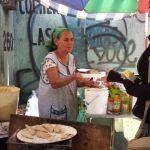 Quesadillas y gorditas, el negocio que hace feliz a doña Salud