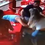 Sorprende a su marido con la amante y les da una golpiza  (Video)