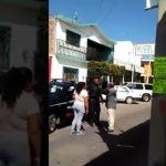 Policía neopoblano es retado a golpes por colono y se quedan de ver al día siguiente