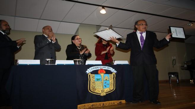 Photo of Reconocen labor del Dr. Arturo Pérez López en el Departamento de Música de la UG