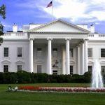 Detienen a hombre que rebasó linea de seguridad en Casa Blanca
