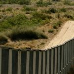 "Muro ""paralizará"" a Estados Unidos, advierten demócratas"