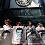 Hacen mitin padres de los 43 desaparecidos