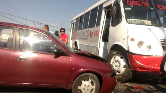 Photo of Conductor de auto se impacta contra un camión de pasajeros