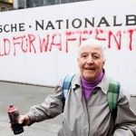 "Anciana detenida por ""grafitear"" una pared"