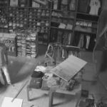 Entró a robar tienda por el techo y no pudo salir