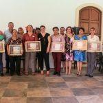 Autoridades municipales reconocen y festejan a los maestros