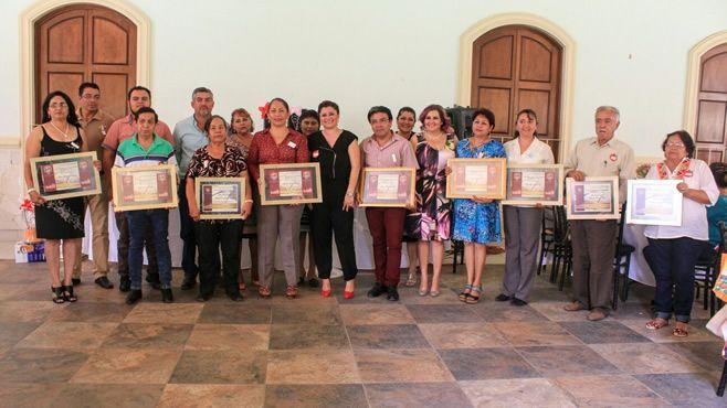 Photo of Autoridades municipales reconocen y festejan a los maestros