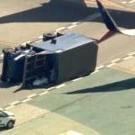 Avión choca contra camión en Los Ángeles