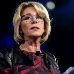 Secretaria de educación de Estados Unidos es abucheada