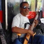 Músico del Conservatorio de Las Rosas, comparte su talento en la calle