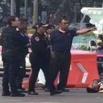 Mujer atropella a policías para evadir multa por violar el Hoy No Circula