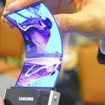 Exhibe Samsung primera pantalla flexible