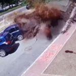 Explota tubería de aguas residuales en calle de Ucrania