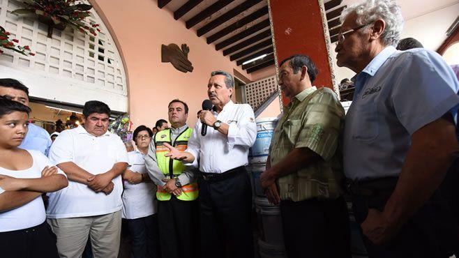 Photo of Alcalde supervisa avance de reposición de techo del mercado Hidalgo