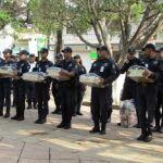 Entregan uniformes a cuerpo policiaco