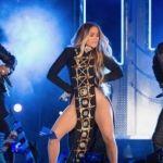 Jennifer Lopez revoluciona sin ropa interior sobre escenario en NY