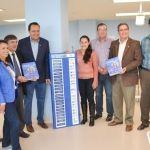 """Secretario de salud entrega libros """"Tratado de Cirugía General"""" a las autoridades de la Universidad de Guanajuato para el alumnado."""