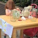 Multan a niña de 5 años por vender limonadas sin licencia