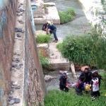 Rescatan a hombre que cayó por accidente al río laja