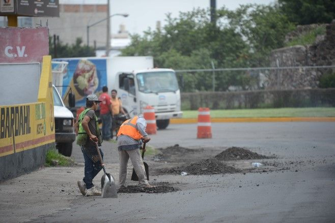 Photo of Continúan trabajos de bacheo aislado en calles de la ciudad