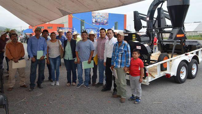 Photo of Entregan apoyos y notificaciones de ganadería 2017