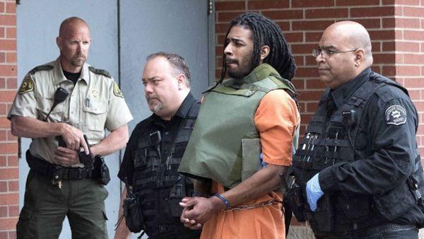 Photo of Se quitó las esposas, mató a un guardia de seguridad y escapó de prisión