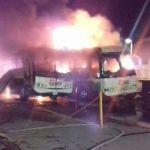 Controlan bomberos y protección civil incendio de dos autobuses