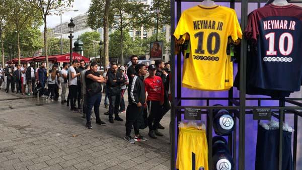 """Locura en París  se agotaron las camisetas de Neymar. """" 58f6d2acf4970"""