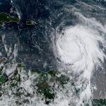 Huracán María se eleva a categoría 3