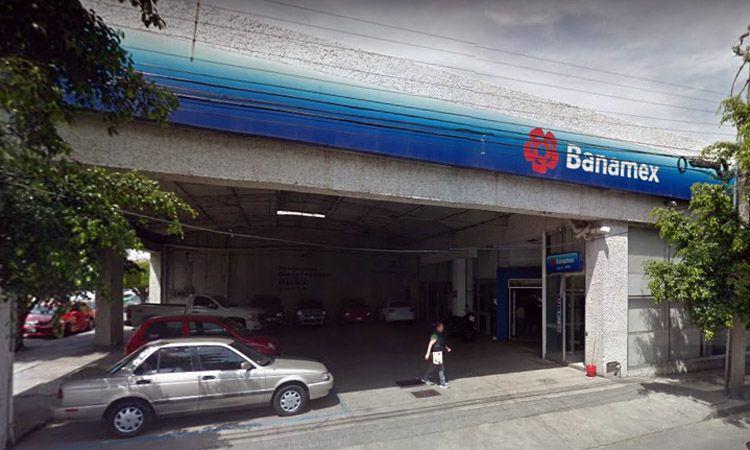 Photo of Ex-policía de Irapuato, detenido junto a otros cuatro en robo a banco, en León