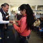 Entrega Ricardo Ortiz becas a estudiantes destacados